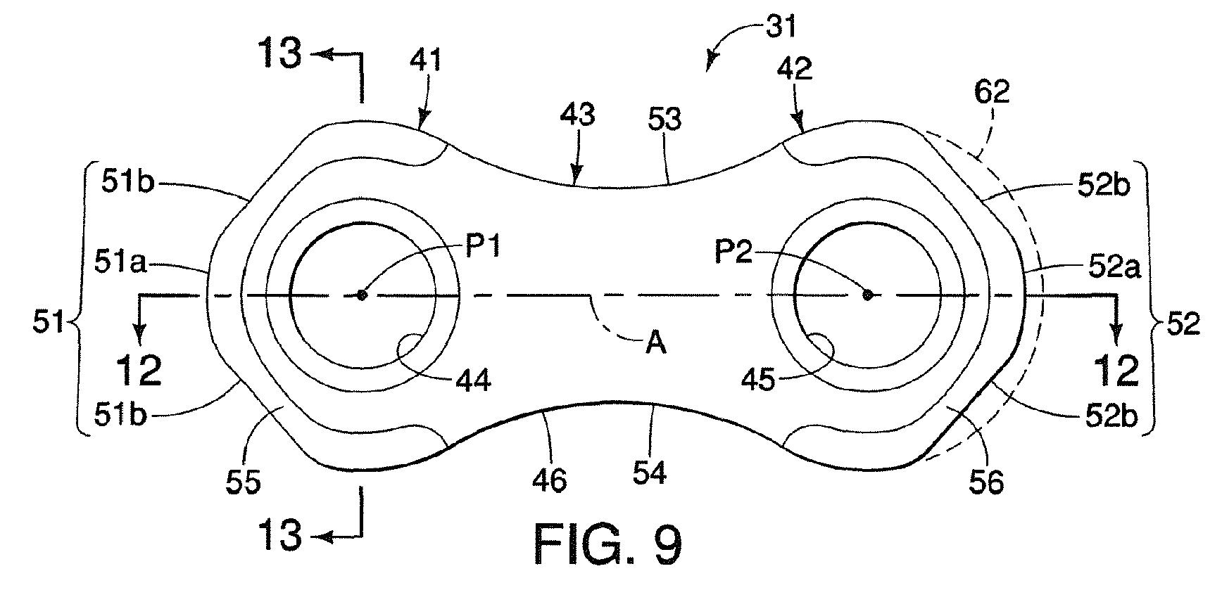 Diagrama de la patente (EP2339207 A1) de Shimano para las cadenas de sistema indexado. Nótese que el eslabón no es curvo (línea punteada con el No. 62) y las rampas.